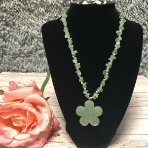 Natural green stone short necklace( might be Jade)